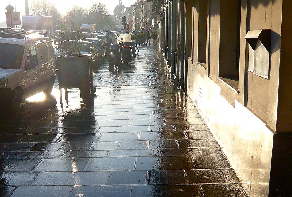 ParisSidewalkClean_cHenryLawford